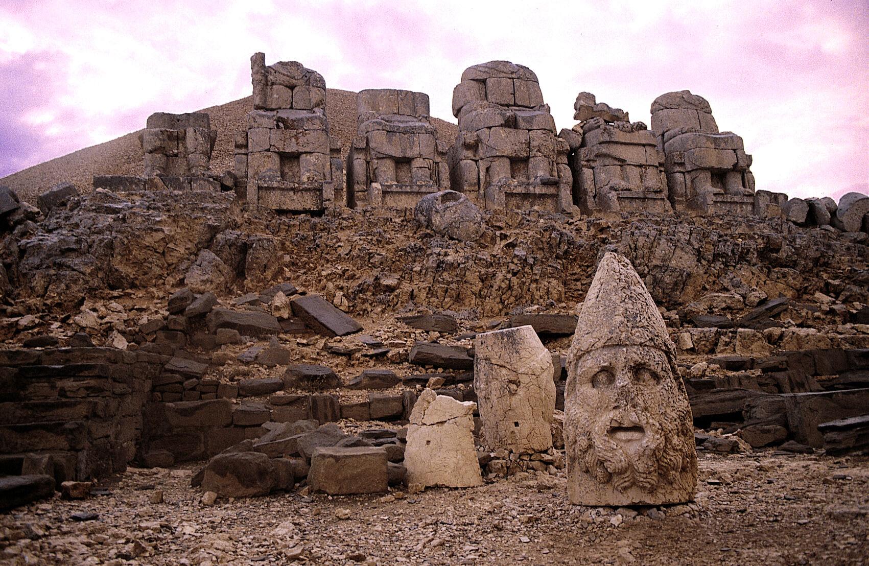 nemrut-dagi-heykelleri