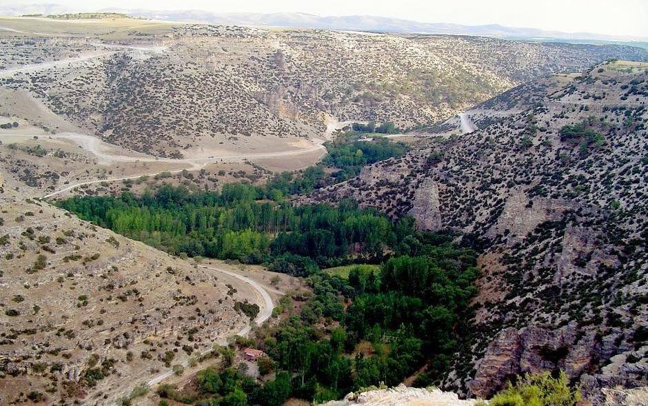(https://upload.wikimedia.org/wikipedia/commons/c/cc/Ulubey_Canyon_Usak_Province_Turkey.jpg)
